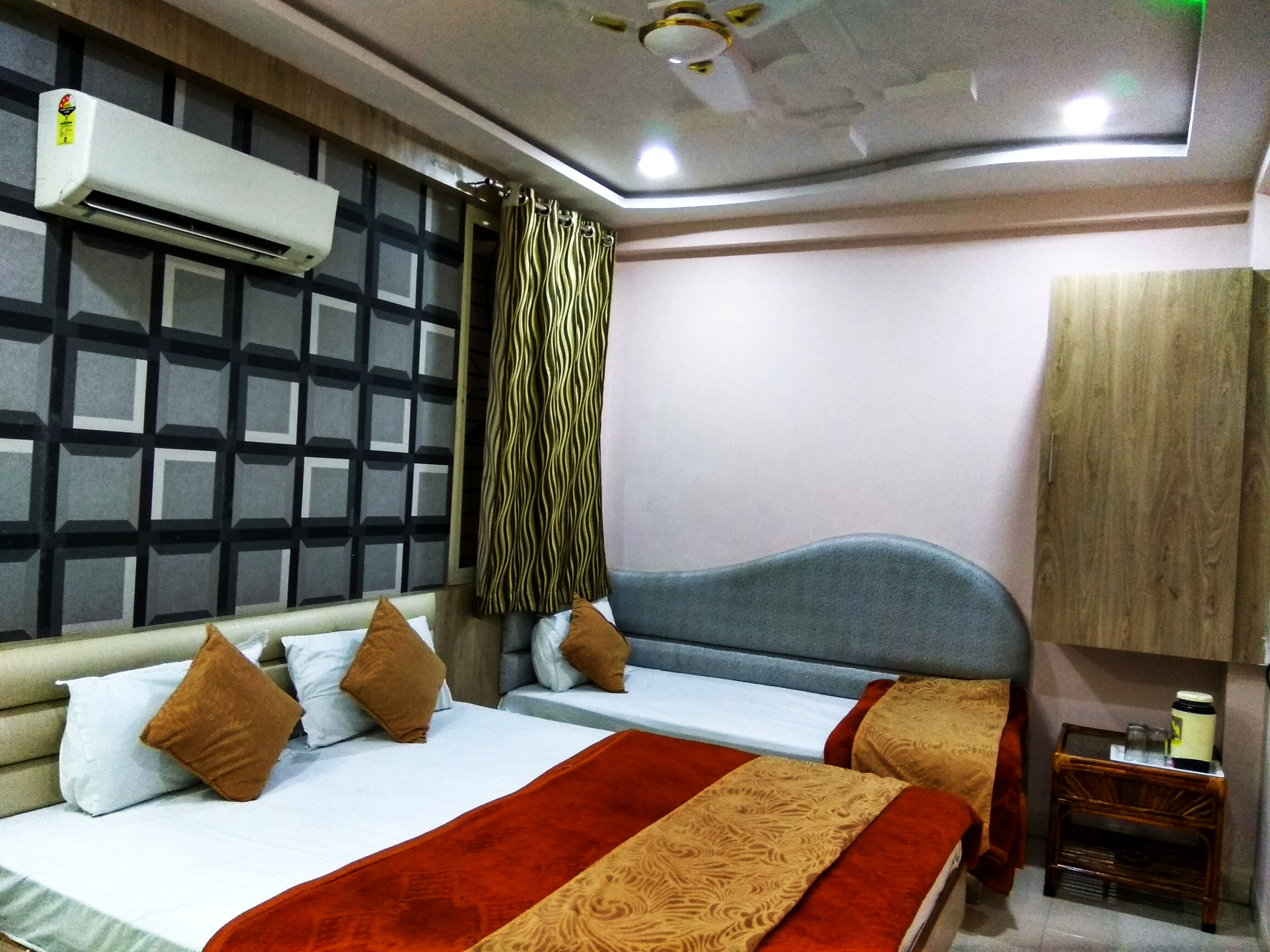 Triple Bed AC Room, HOTEL AAMANTRAN AVENUE UJJAIN - Budget Hotels in Ujjain