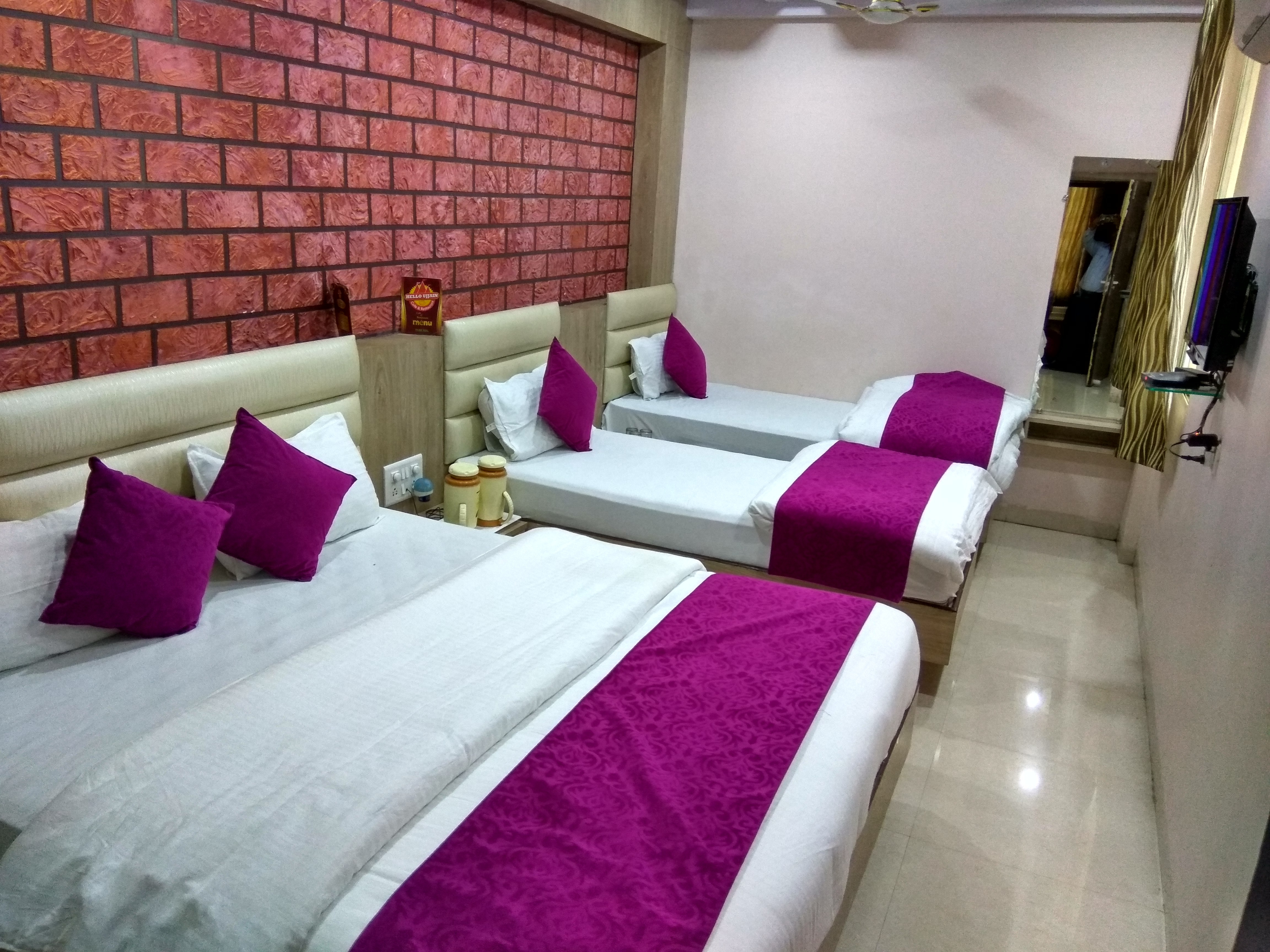 Four Bedded AC Room, HOTEL AAMANTRAN AVENUE UJJAIN - Budget Hotels in Ujjain