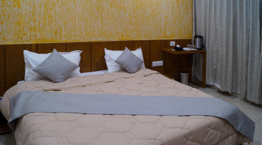Deluxe Room, HOTEL MIDTOWN VADODARA - Budget Hotels in Vadodara