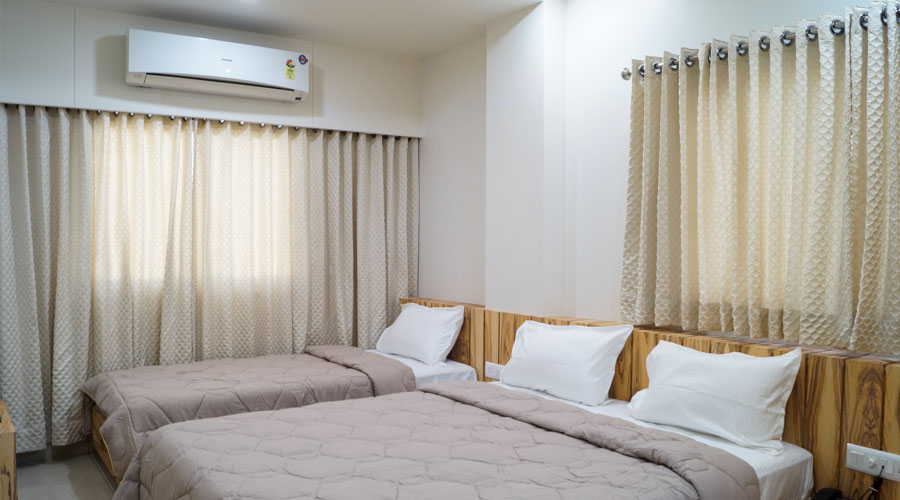 Super Deluxe Room, HOTEL MIDTOWN VADODARA - Budget Hotels in Vadodara