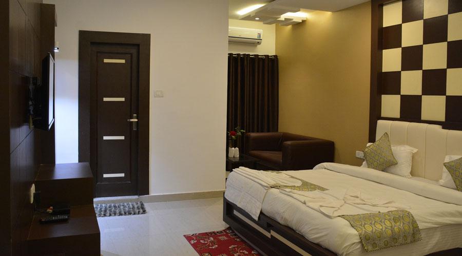 Super Deluxe Room, HOTEL RAMESHWARAM VATIKA VARANASI - Budget Hotels in Varanasi